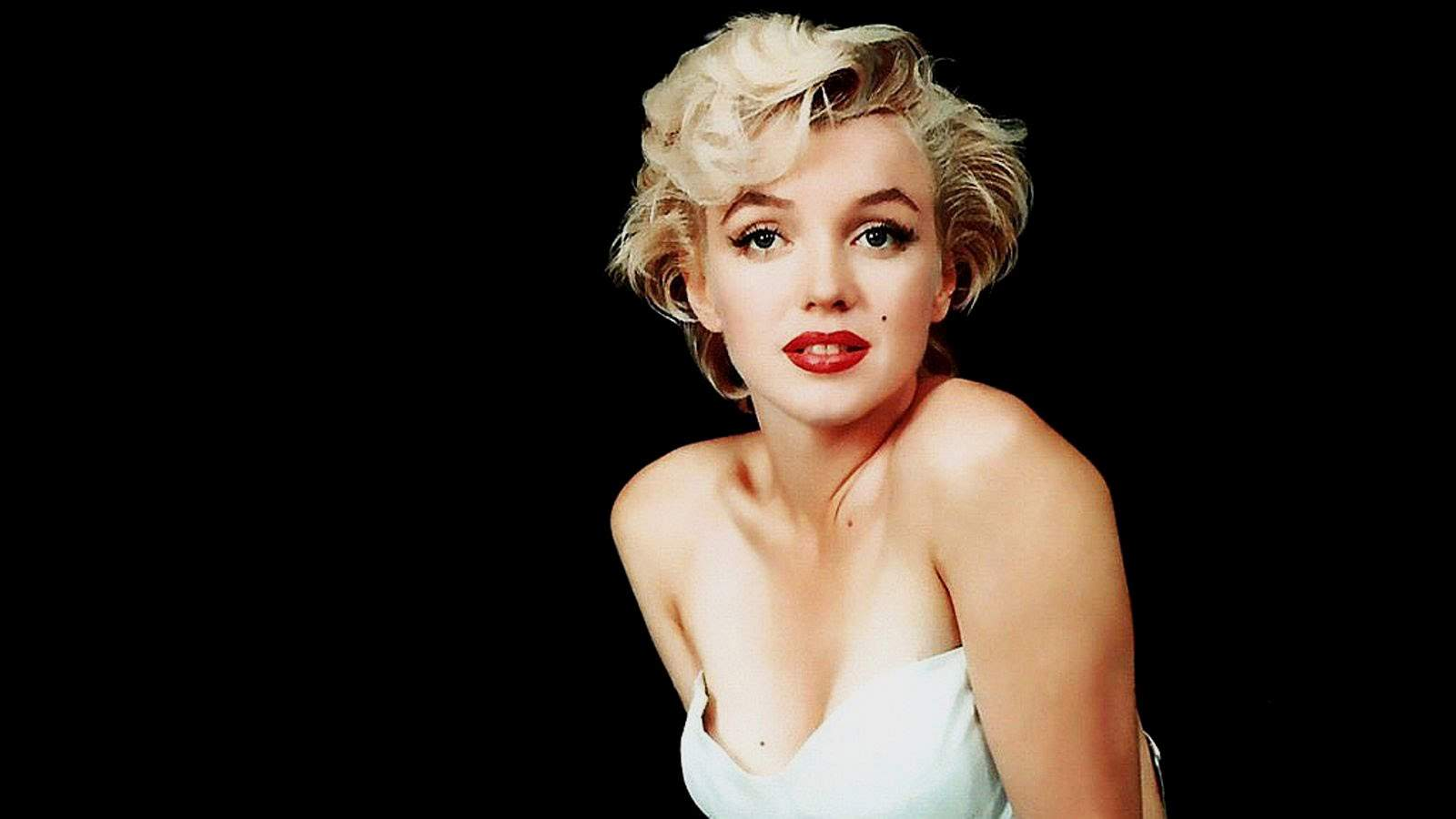 29 shocking marilyn monroe facts everything audrey hepburn marilyn monroe facts voltagebd Gallery