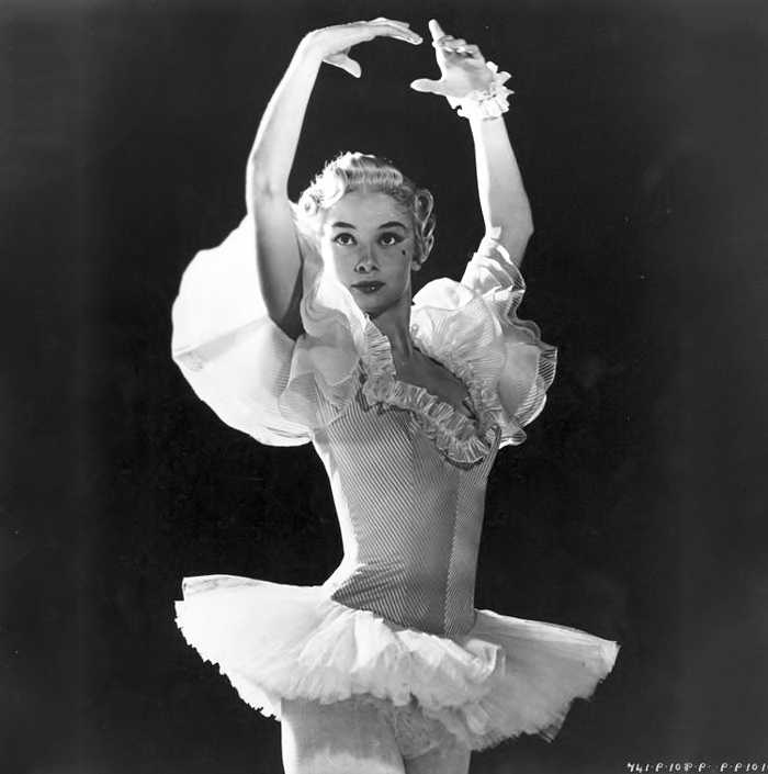 Audrey Hepburn Dancing as a Ballerina - Ballet