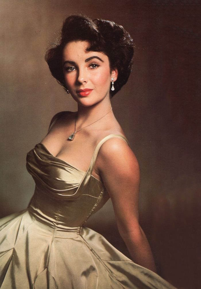 Elizabeth Taylor Eyes in green dress looking beautiful
